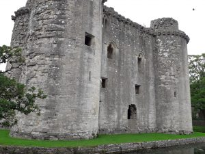 Outdoor Painting – Nunney Castle